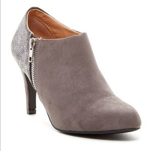 Report Dulcie Ankle Bootie in Grey